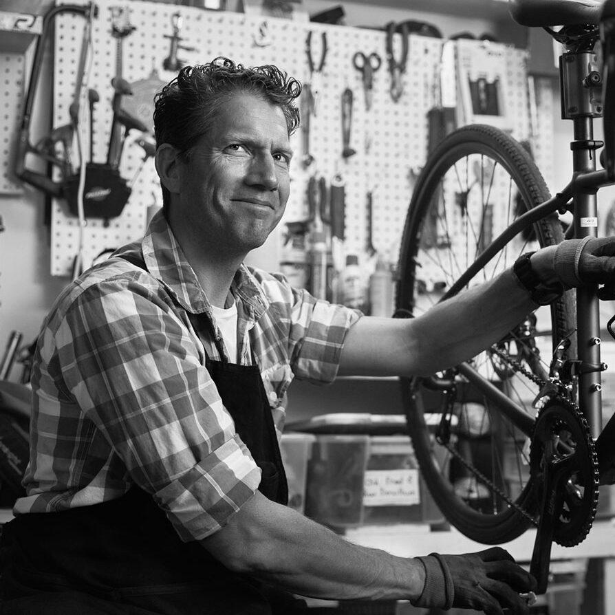 Bike-Repair-e-traveling